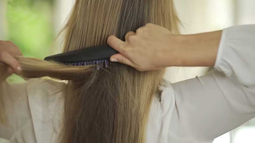 Hair-Straightening-Brush