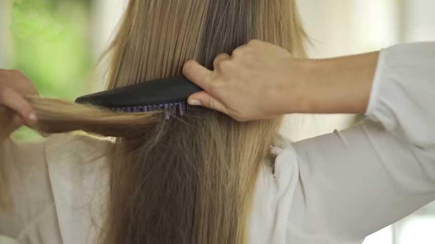 Hair-Straightening-Brush